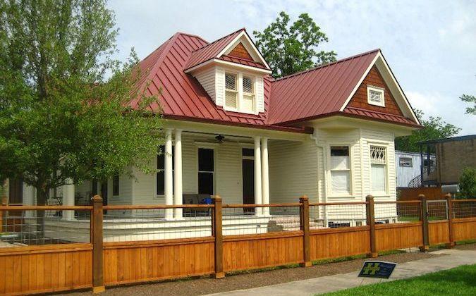 Houston-Heights-Queen-Ann-Victorian-675x420.jpg