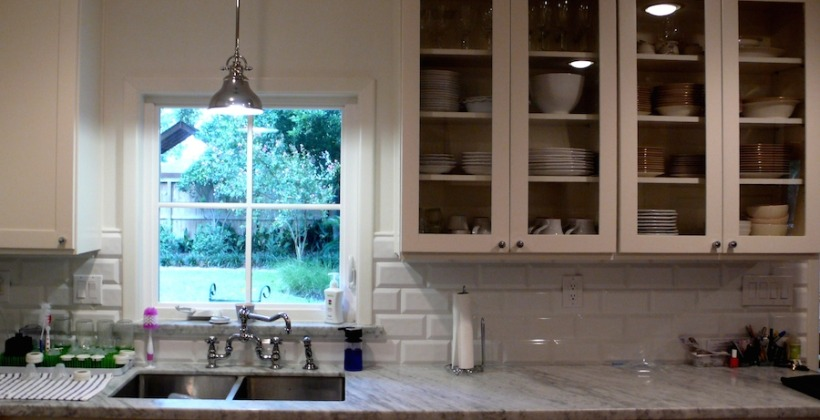 Lynn-Park-Whitman-Residence-Glass-Front-Kitchen-Cabinets-820x420.jpg