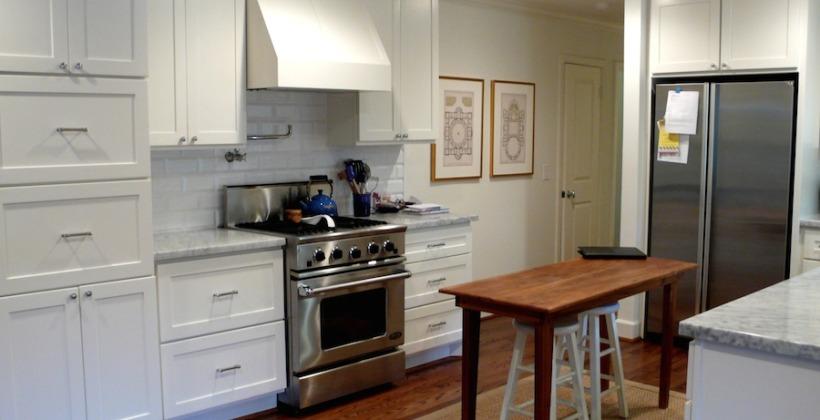 Lynn-Park-Whitman-Residence-White-Kitchen-820x420.jpg