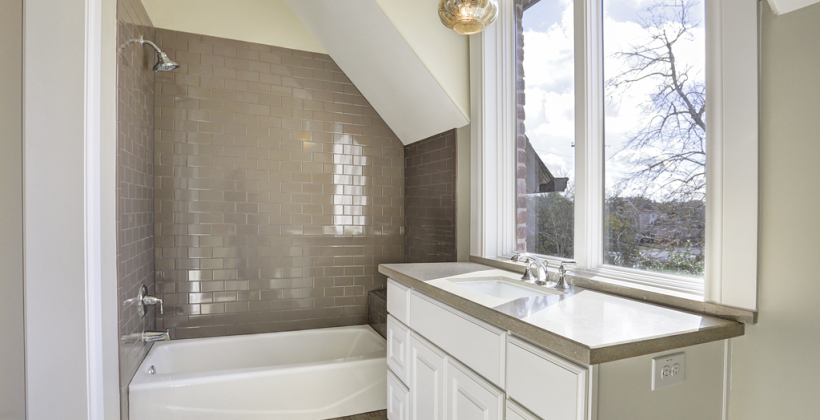 Braeswood-Place-English-Manor-Attic-Bath-820x420.jpg