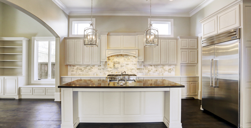 Braeswood-Place-English-Manor-Kitchen-Island-820x420.jpg