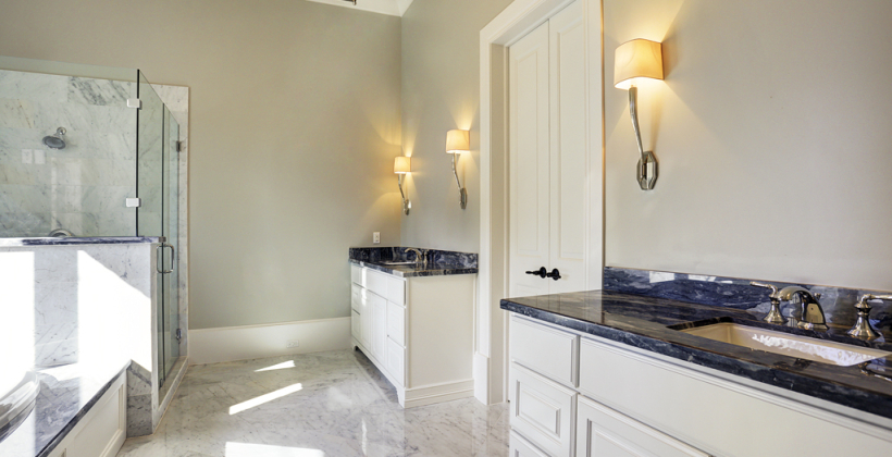 Braeswood-Place-English-Manor-Master-Bath-820x420.jpg